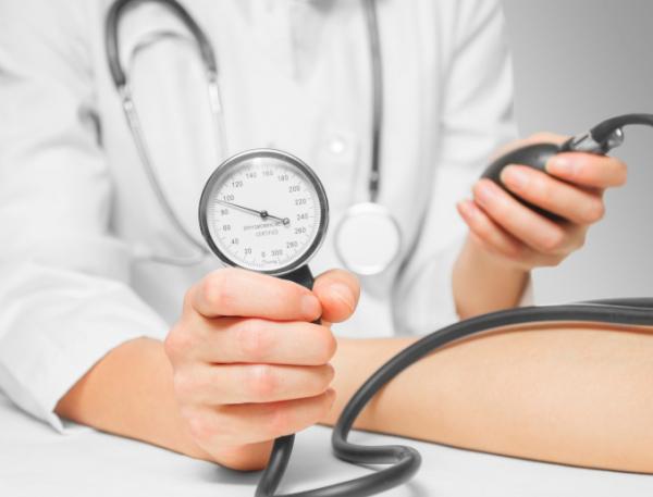 magas vérnyomás 70 éves kezeléskor masszázs a magas vérnyomás kezelésére