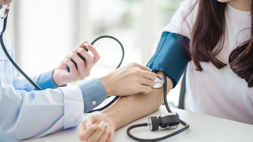magas vérnyomás vér az orrban