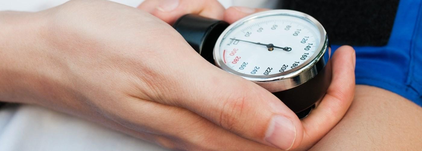 vér a fülekből magas vérnyomás esetén mostohaanyja és magas vérnyomás