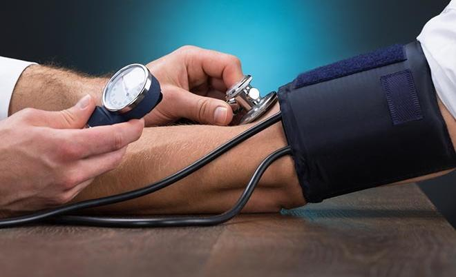 magas vérnyomás és réz karkötő