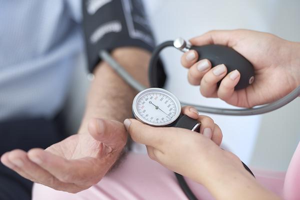 a magas vérnyomás fő tünetei magas vérnyomás karkötő orvos