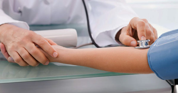 magas vérnyomás esetén járhat