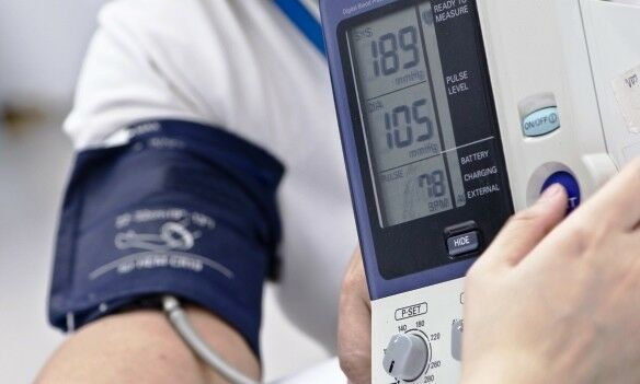 mik a hipertónia tünetei 1 fok magas vérnyomás és a szívizom változásai ekg-n