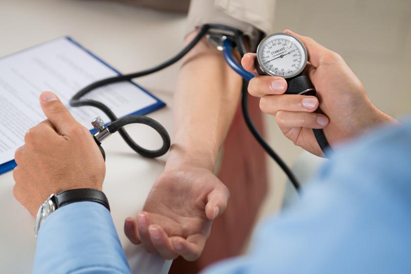 pszichoszomatika asztali hipertónia 2 fokos magas vérnyomás okai fiataloknál